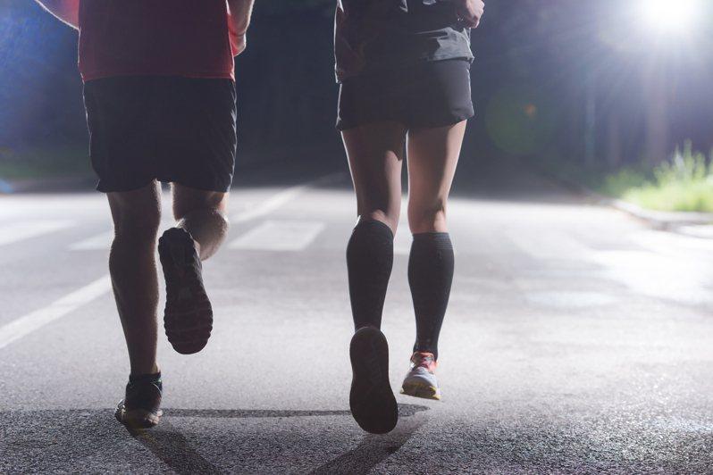 有網友在PTT發文詢問,慢跑做什麼才不會無聊?掀起熱烈討論。示意圖/ingimage