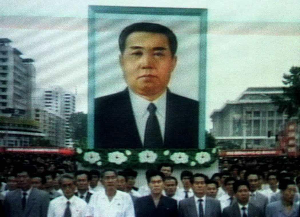 「我們偉大的領袖金日成已於今日清晨兩點逝世...」 圖/路透社