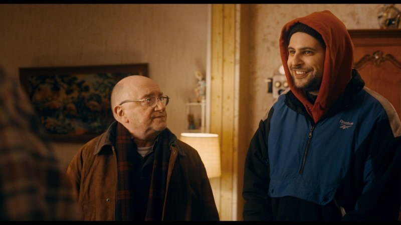 寂寞的賽吉(左)碰上樂觀的馬利克(右),讓這個平安夜特別歡樂!@Yahoo!電影
