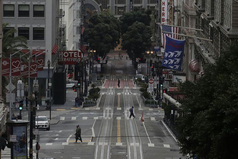 受到居家防疫影響,舊金山周日街上屈指可數。美聯社