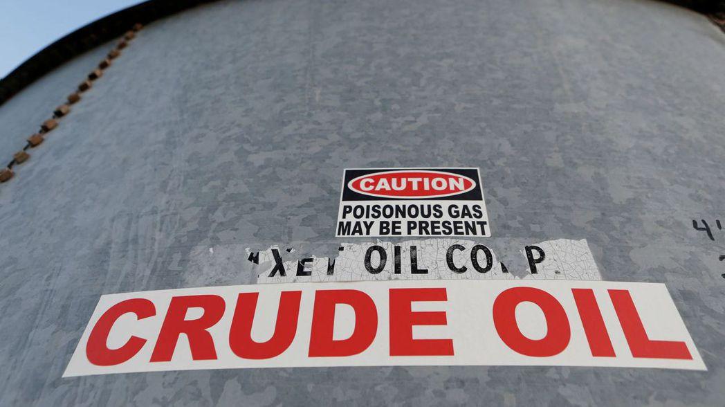 國際油價殺到一再破底,西德州中級原油(WTI)竟跌不到20美元。 (路透)
