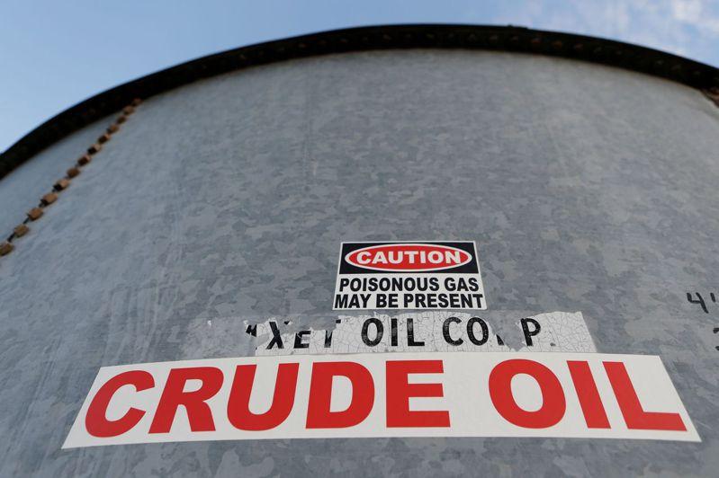 可能不出幾周,全世界的貯油容量便不堪負荷。路透