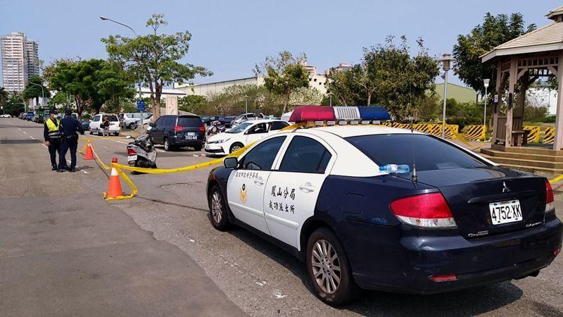 高雄市鳳山區凱旋路上鳳祥公園今早上7點多時發生槍擊案。警方將現場拉起封鎖線。記者邱奕能/翻攝