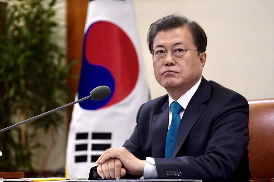 南韓總統文在寅30日表示,四口之家每戶發100萬韓元(台幣2.46萬元)。法新社