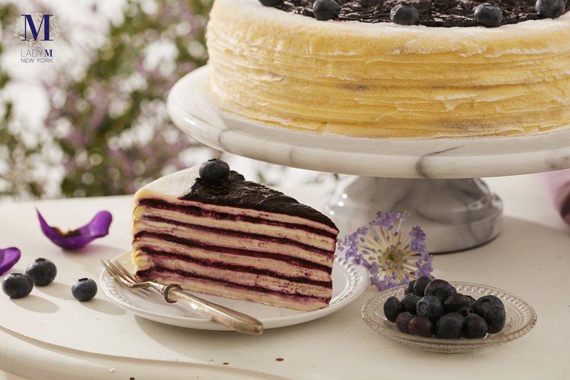 新推出的「藍莓起司千層蛋糕」,單片280元。圖/Lady  M提供
