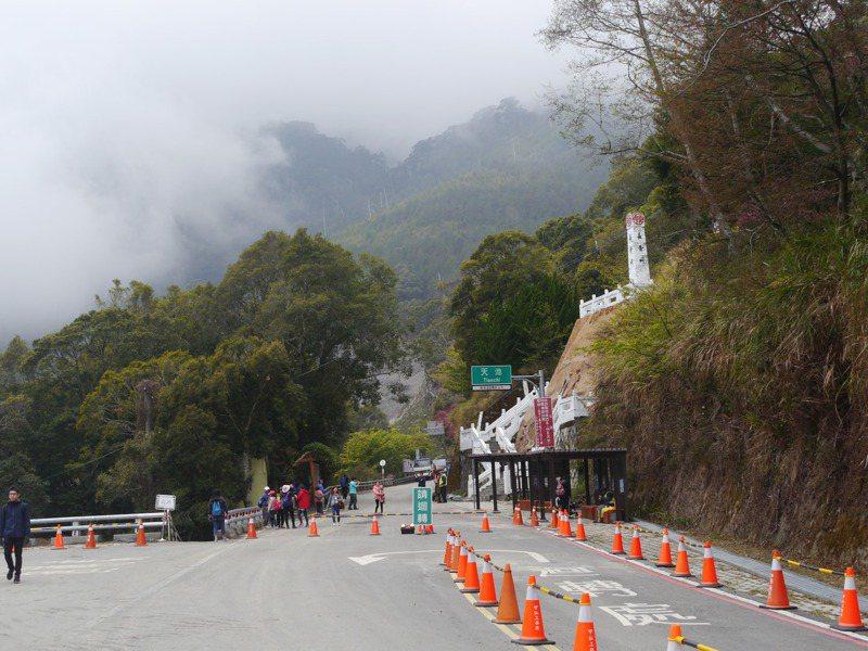 因應清明連假到來,南橫公路天池路段彈性開放遊客上山。記者徐白櫻/攝影