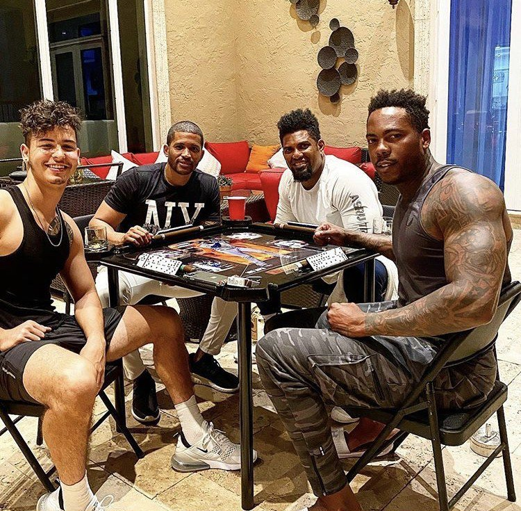 「古巴飛彈」查普曼(Aroldis Chapman)的健壯手臂成為球迷討論焦點。圖/取自_thecubanmissile54 Instagram