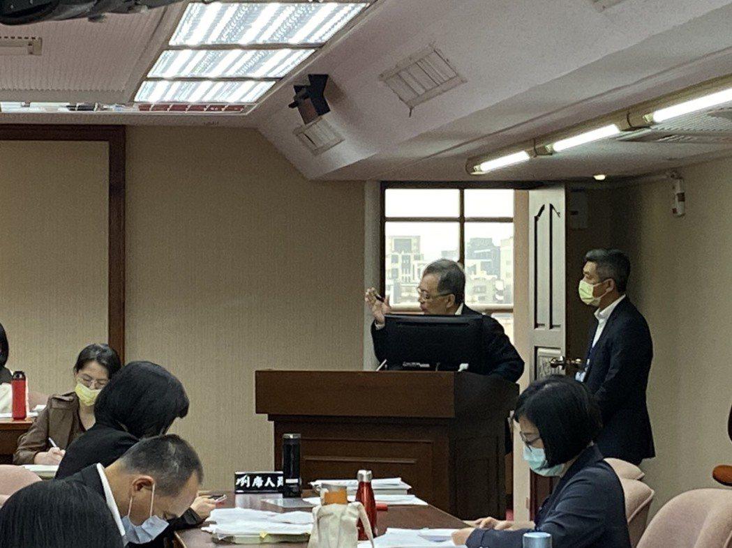立委蘇巧慧今在立院質詢時提到,最近WHO的狀況是「百年難得一見」,罕見且正式對台...