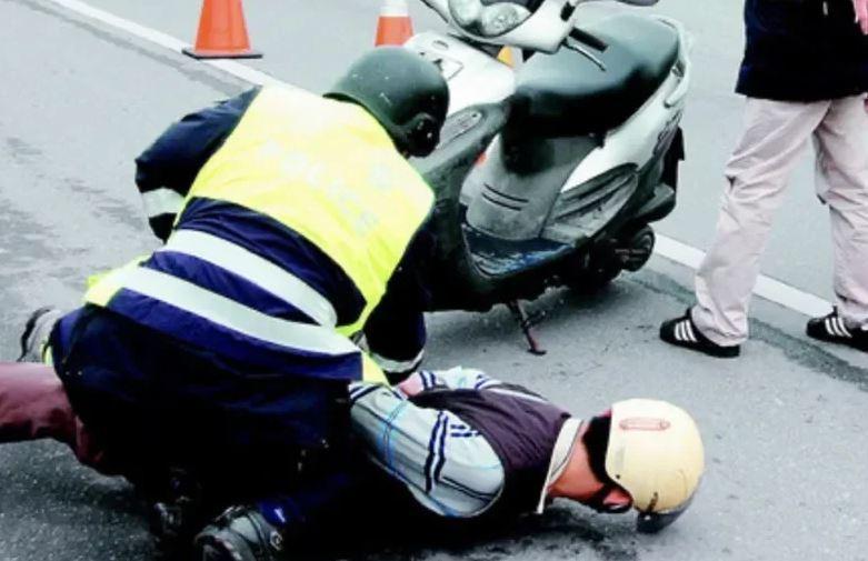 警方為杜絕搶案發生及迅速破案減少損失,每年都舉行防搶演練(圖為警方防搶演練,與本案人事無關)。圖/警方提供