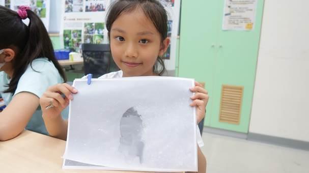 活動中讓學員體驗以描圖方式繪製昆蟲構造,對學員來說是很特別的體驗。圖/台北市學校環境教育中心提供