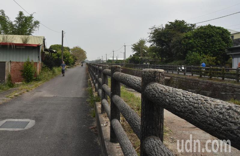 古坑鄉第二十號暗渠堤岸道路改善工程今天動工,預計今年8月底完工。記者李京昇/攝影