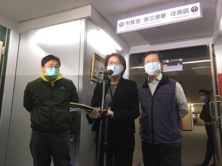 台北「7000元旅宿補貼」資格,副市長黃珊珊(中)昨說明。記者張世杰/攝影