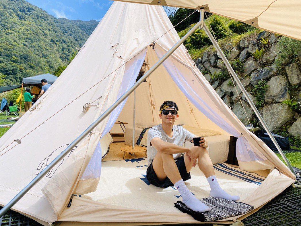 林柏宏熱愛大自然,近日和朋友上山露營。圖/林柏宏提供