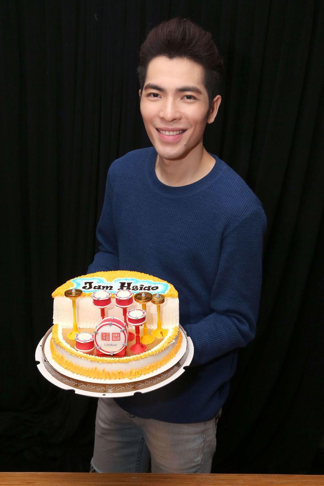 蕭敬騰慶祝33歲生日。圖/喜鵲娛樂提供