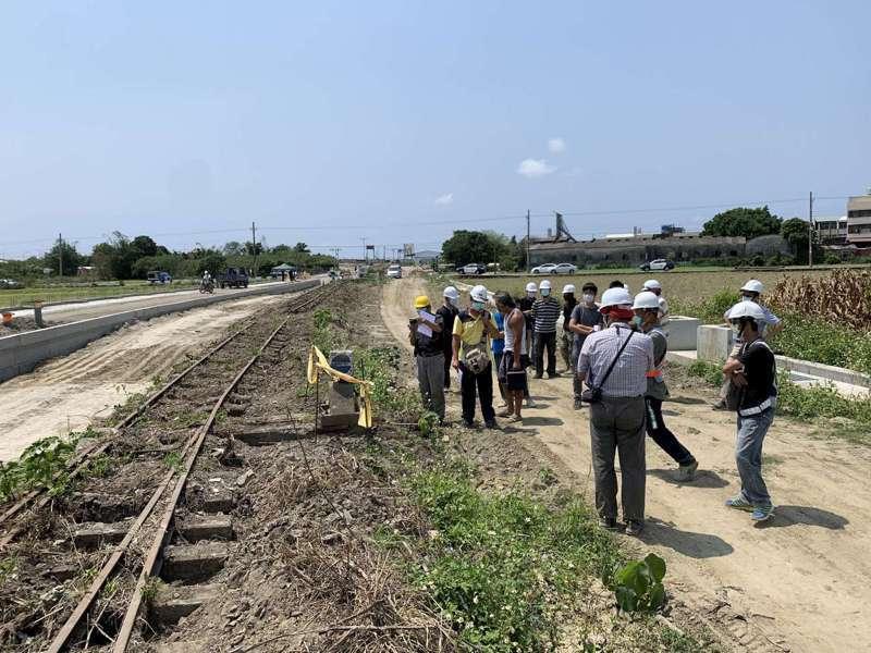 台南西港糖鐵在3月27日經文資審議委員現勘,做成不列冊追蹤的決議。圖/文資處提供