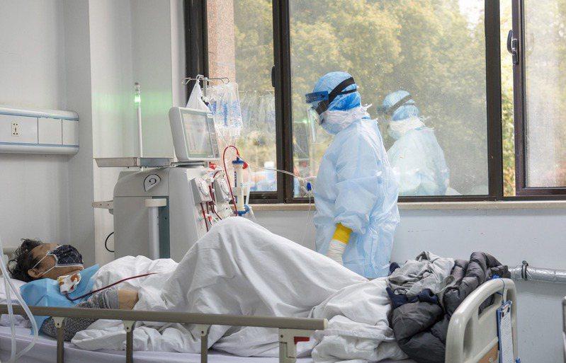 港大公共衞生學院流行病學和生物統計學分部主任高本恩估計,大陸實際感染新冠肺炎的人數,可能超過23萬人。 新華社