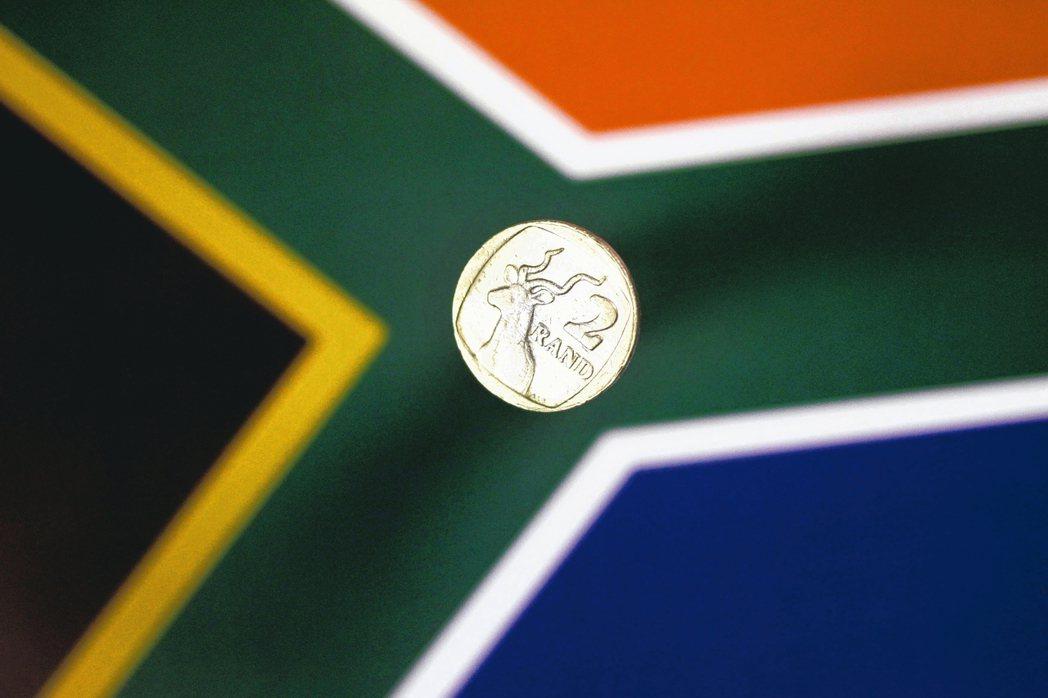南非蘭德匯價30日盤中貶至歷史新低。 路透