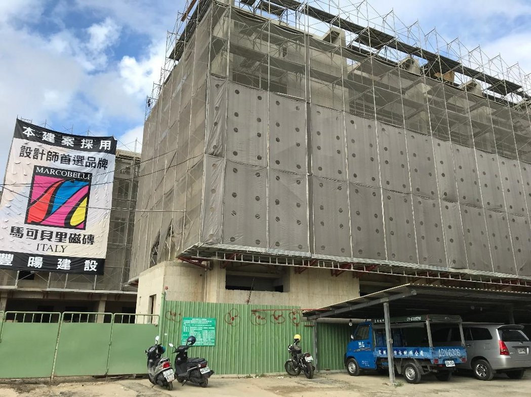 豐暘建設之建案外牆全部使用樂土防水粉。