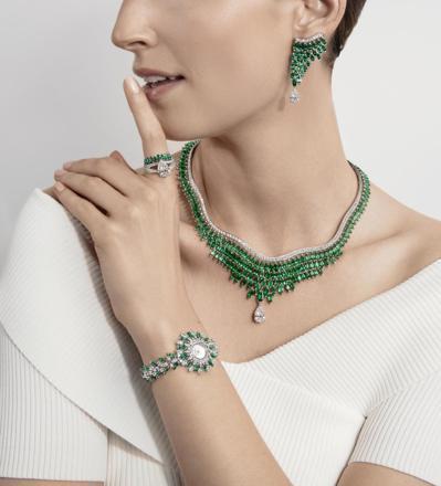 PIAGET「蔥鬱綠洲」祖母綠頂級珠寶鑽石項鍊與耳環,以品牌最具代表性的欖尖形切...