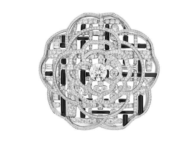 香奈兒頂級珠寶TWEED GRAPHIQUE胸針,白金鑲嵌瑪瑙及2.56克拉鑽石...