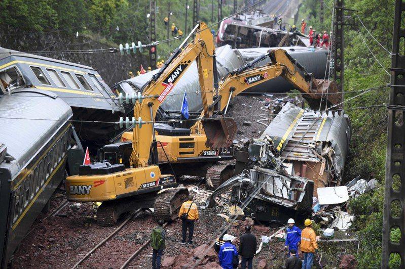 T179次列車30日出軌起火,不少乘客經歷生死,餘悸猶存。 中新社