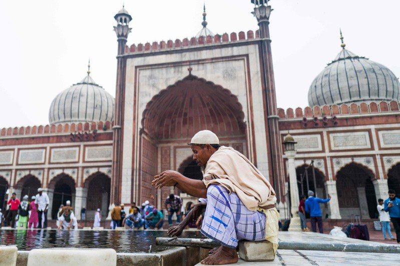 伊斯蘭傳道會在印度和海外有許多追隨者,3月到新德里參加宗教聚會的外國人分別來自泰國、印尼和馬來西亞等國,他們許多人仍留在印度其他省的清真寺。圖/法新社資料照