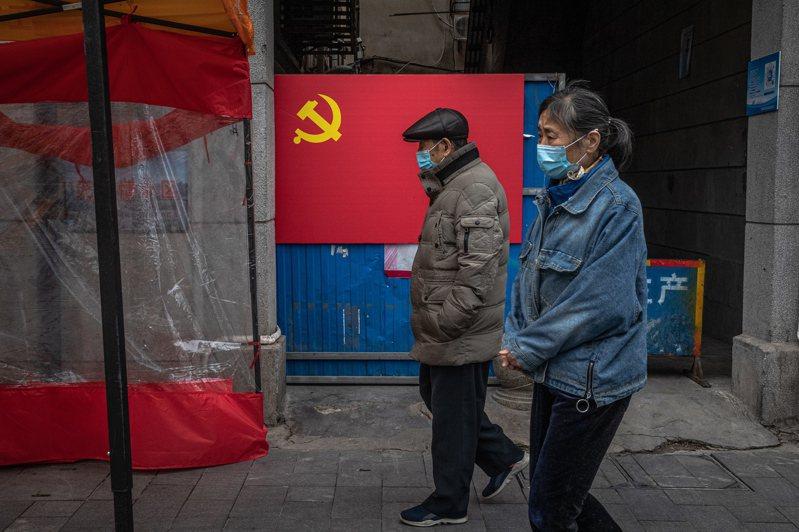 因中國隱匿疫情造成新冠肺炎全球大流行,中國訪問學者麥文鼎(音譯)發電郵向周遭的美國同僚致歉,此舉造成中國鄉民暴怒,紛紛傾巢而出洗版。示意圖,非當事人。 歐新社