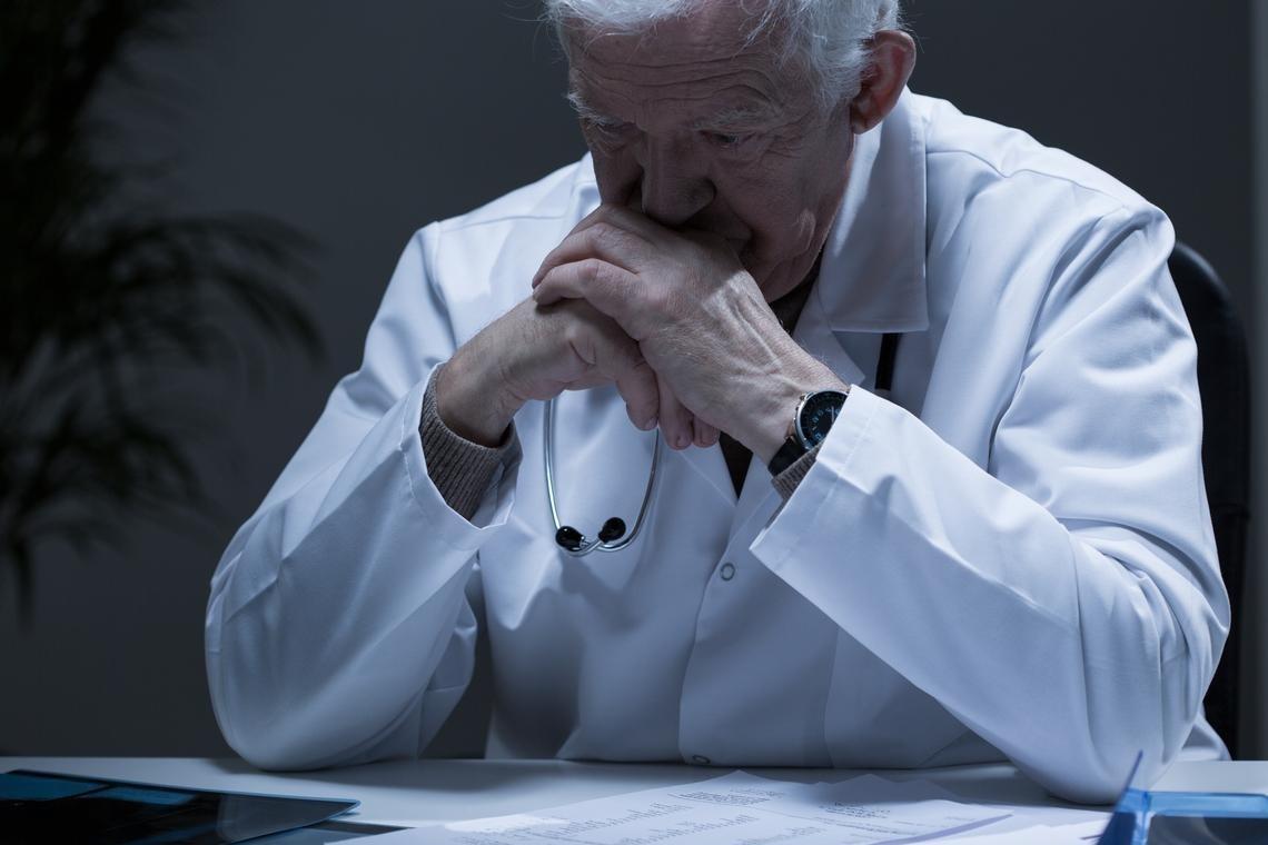 美退休醫護再披白袍!重返第一線:只要能貢獻力量 我不害怕