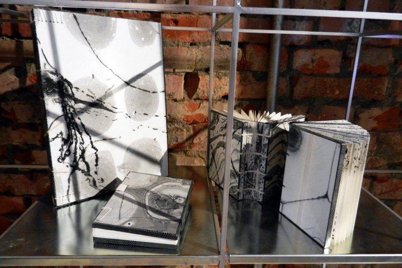 2019年8月,「鳳嬌催化室」舉辦法國古籍修復大師莫里斯.所羅門的手工裝幀展。 圖/作者提供