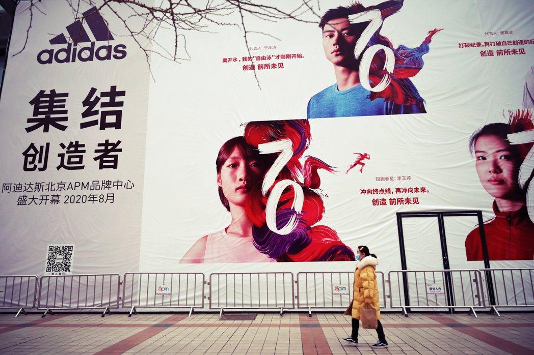 「中國門市已經100%恢復日常重新開店。當地日常正緩慢復甦,也許生意也會漸漸回暖...