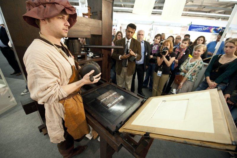 圖為古騰堡活版印刷示範現場,攝於2011年,法蘭克福書展。 圖/法新社