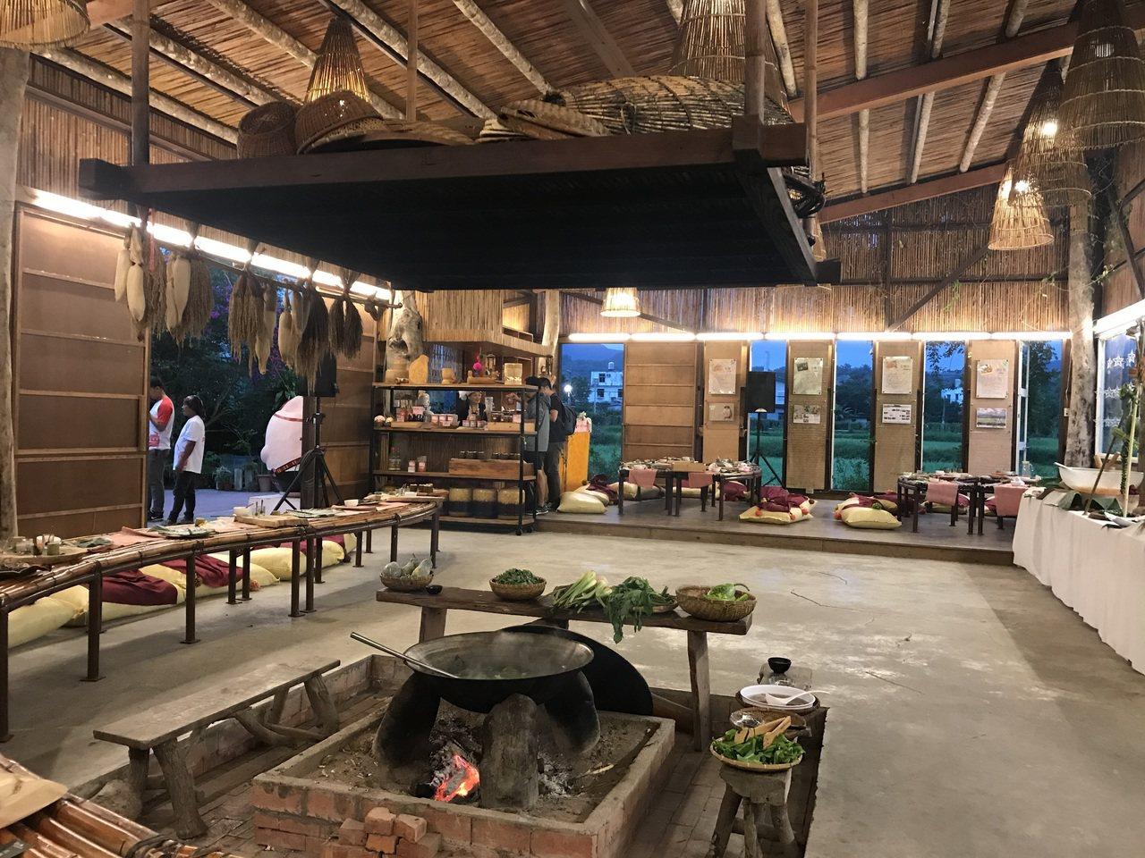 只要事先預約,可在太巴塱紅糯米生活館享用阿美族風味餐。 圖/王思慧 攝影