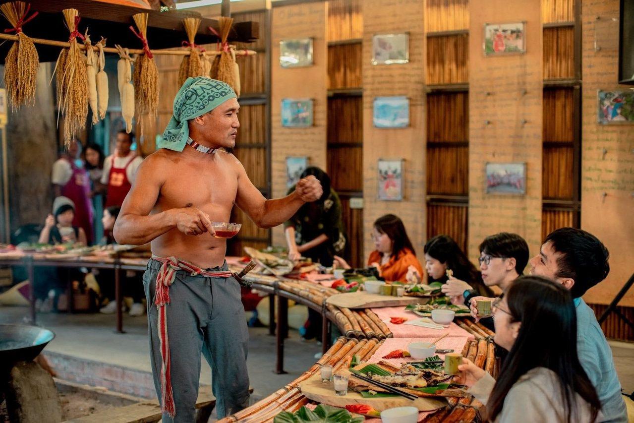 在太巴塱紅糯米生活館可享用紅糯米田野餐桌,認識傳統阿美族文化。 圖/花東縱管處提...