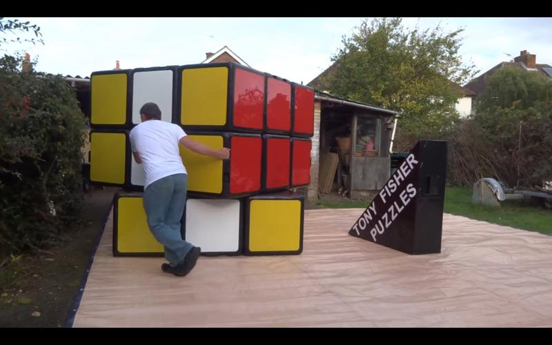 東尼・費雪製造了全世界最大的魔術方塊,再創世界紀錄。圖/YouTube