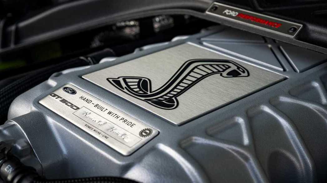 5.2 升V8機械增壓引擎能夠爆發出760hp的馬力,以及86.3kgm的超狂扭...