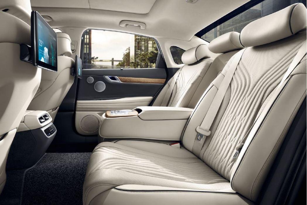 儘管新世代車型轉往轎跑風格,但全新第三代Genesis G80將第二排座椅高度降...