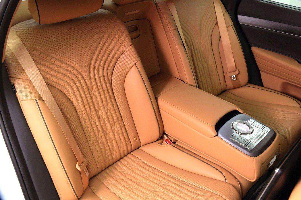 全新第三代Genesis G80後排座椅也提供了Genesis Integrat...