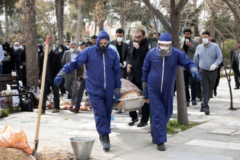 新當選的德黑蘭國會女議員拉赫巴爾於3月初染疫過世。 圖/路透社