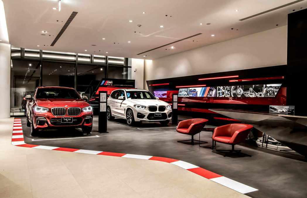 充滿熱血競技氛圍的M跑車展示空間,展出多款由BMW M品牌打造的高性能車款。 圖...