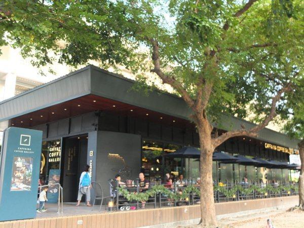 ▲進駐文化中心的咖啡餐飲,擁有青蔥草地與樹木環抱的綠意視野,再配上咖啡甜點,總能給人美好驚喜。