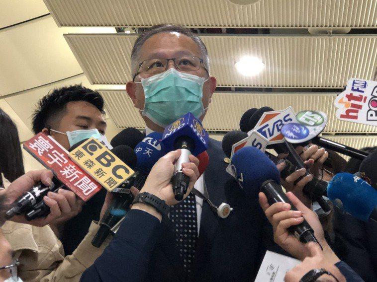 高鐵發言人孫鴻文說明防疫及降租方式。記者曹悅華/攝影