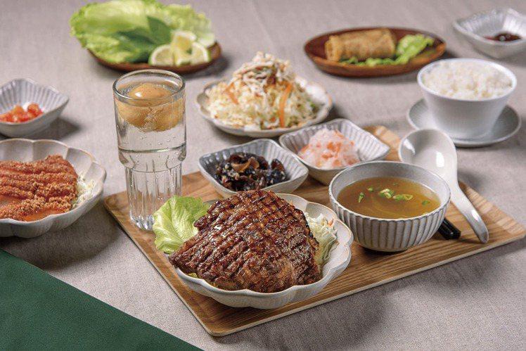 「香茅叢林直火烤牛排飯」以醃製過的沙朗牛排作為主角,帶有淡雅的香茅香氣,每份26...