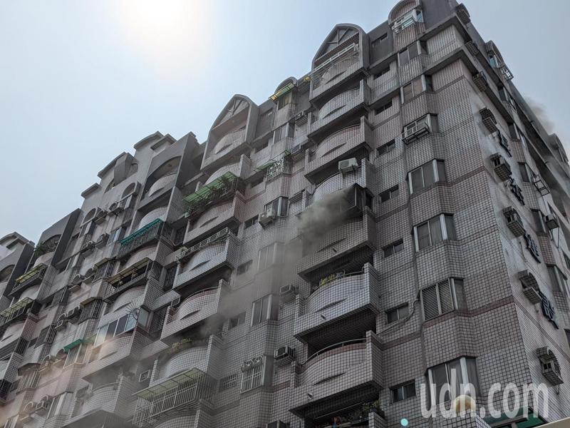 屏東市某社區大樓今天上午驚傳火警。記者陳弘逸/攝影