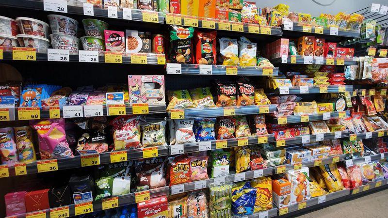 市面上販售各種零食,每個品牌都有各自擁護者。 圖/全聯提供