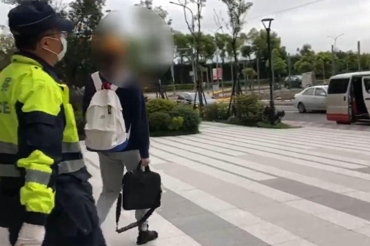 居家檢疫男外出運動、吃火鍋 被警逮罰40萬再強制安置