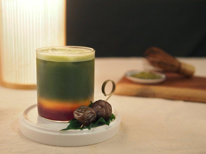 抹茶紫蘇梅氣泡飲(售價180元),是一款極清爽的抹茶系飲品。圖/Dazzling Cafe提供