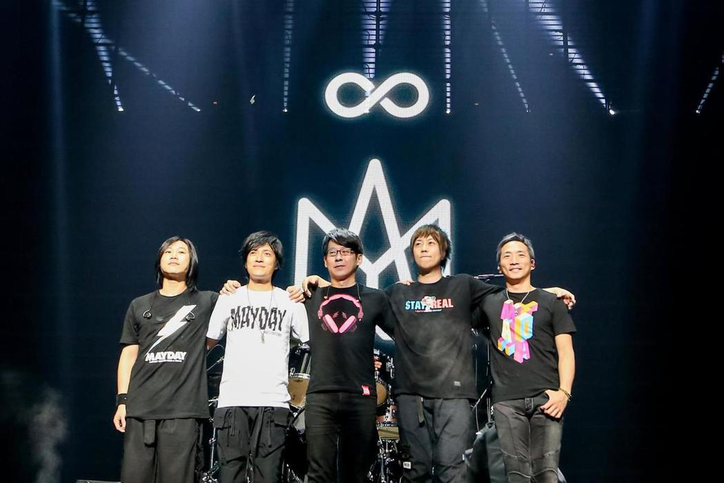 五月天和香港樂迷有著「五月之約」。圖/摘自臉書