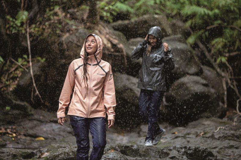 Columbia使用OutDry技術製成的連帽外套,也能讓穿著者長時間維持乾爽舒適。圖/Columbia提供