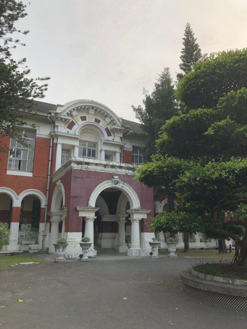 第一階段大學申請入學放榜,台南女中有87人次通過台大第一階段篩選。記者鄭惠仁/攝影