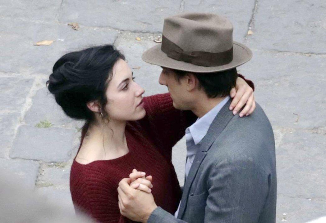 義大利電影「馬丁伊登」將如期於4月1日上映,讓觀眾一睹威尼斯影帝的精湛演技。圖/...